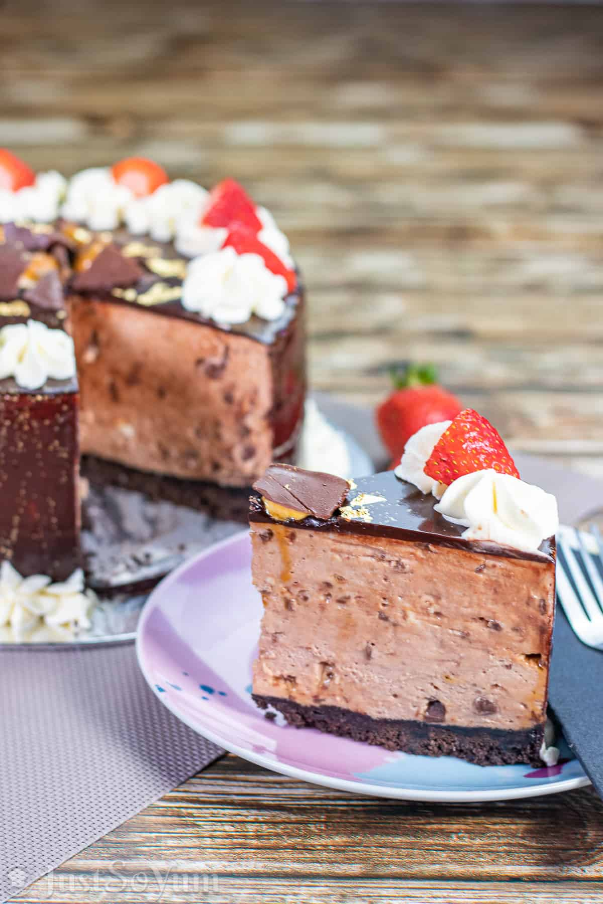 website-image-for-no-bake-chocolate-honeycomb-cheesecake-with-a-mirror-glaze