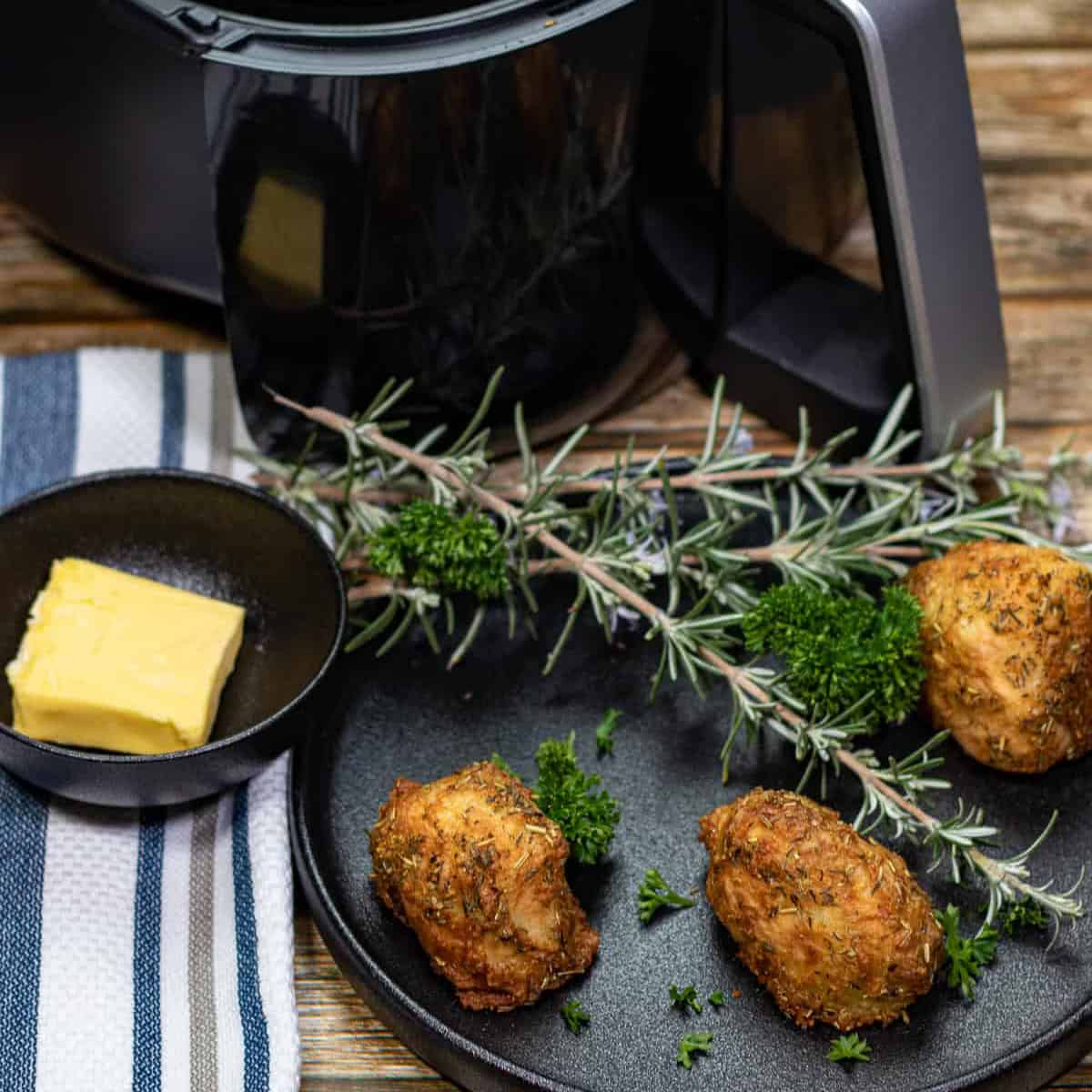 featured image for air fryer roast potatoes